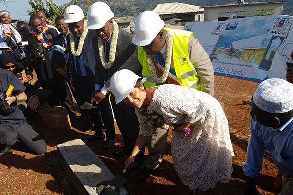 Annick Girardin sur un chantier