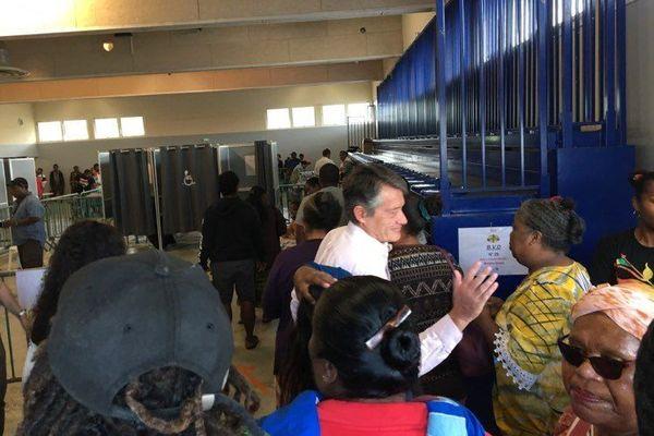 Francis Lamy au bureau de vote délocalisé