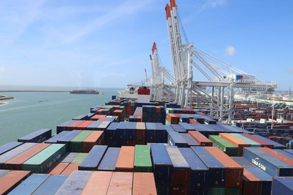Baptisé au Havre, le porte-conteneurs Kerguelen symbolise l'attachement de la CMA-CGM aux Outre-mer