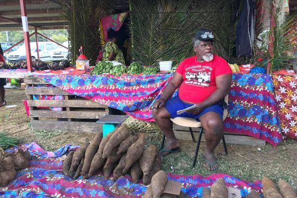 Trentième Foire des îles, Maré, 12 septembre 2020, ignames et t-shirt Foulards rouges
