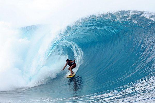 Surf à Teahupoo