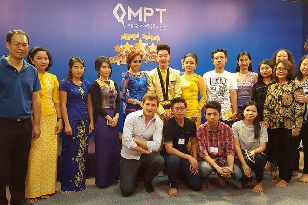 Le jeune homme voyage beaucoup en Asie