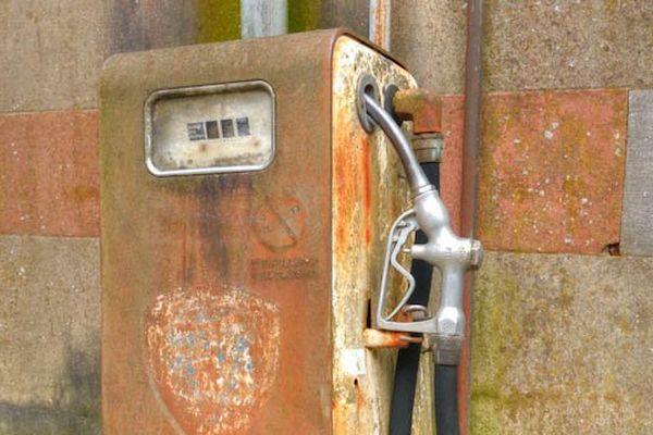 vieille pompe à essence format 1024 .jpg