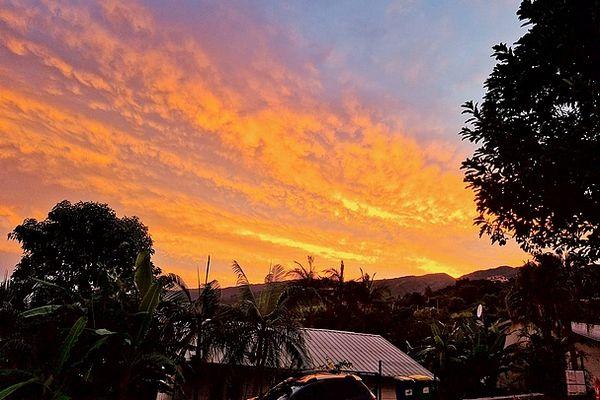 Ciel orange sur Saint-Paul le 26 avril 2021