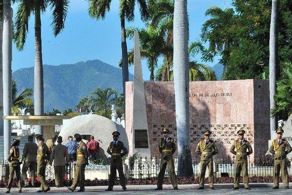 """Les cendres de Fidel Castro repose dans un bâtiment de type """"igloo"""" au cimetière de Santa Ifigenia"""