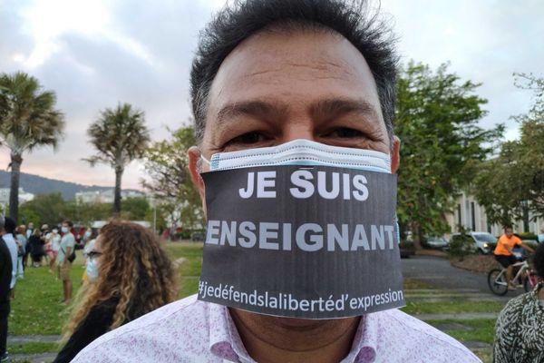 Les réunionnais expriment leur solidarité lors d'un rassemblement sur le Parvis des Droits de l'Homme