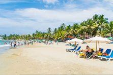 Les plages de Punta Cana à la République Dominicaine accueillent les touristes de partout.