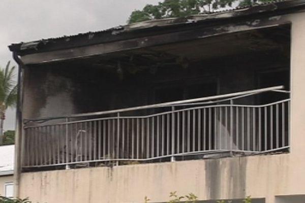 Incendie à Sainte-Marie, un appartement est entièrement ravagé par les flammes...