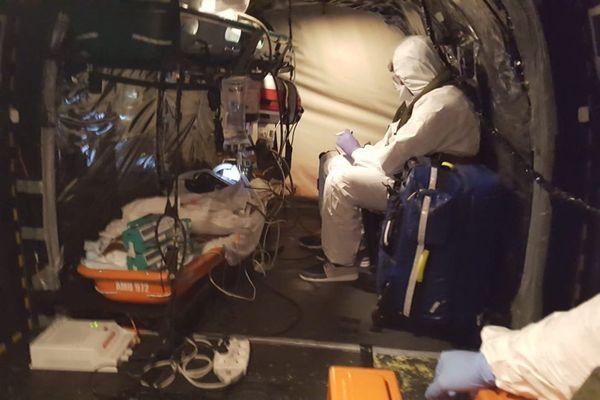Evacuation médicale d'un patient Covid-19 du CHU de Guadeloupe au CHUM
