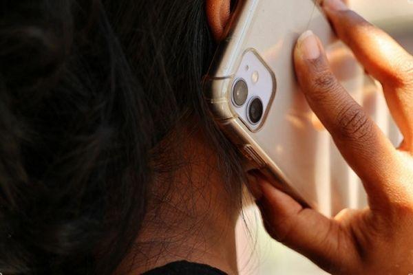 Un chargeur unique pour tous les téléphones: la volonté européenne séduit La Réunion