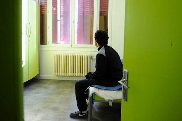 Un délinquant dans sa chambre du centre éducatif fermé de Valence (Drôme)