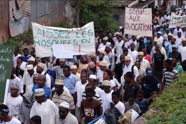 Profanation d'une mosquée à Mayotte, la marche de protestation.
