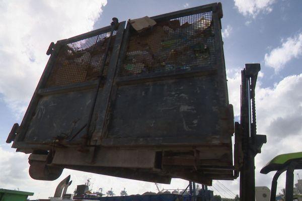 ordures pour la barge