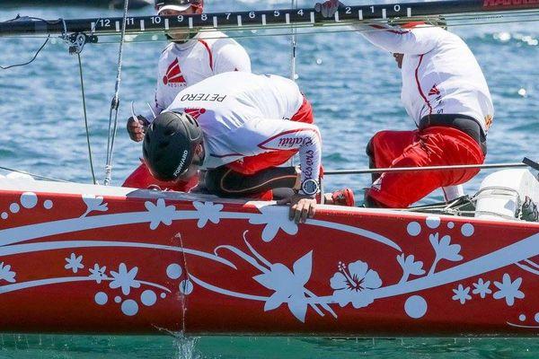 Flotteur bâbord abimé pour Trésors de Tahiti