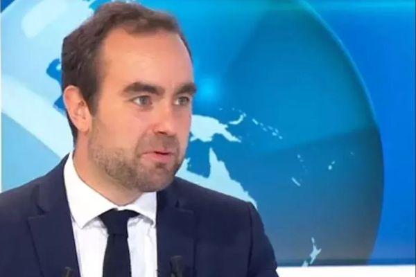 Le ministre des Outre-mer Sébastien Lecornu sur le plateau d'Outremer la 1ère à Paris