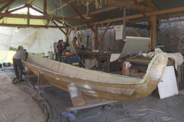 L'atelier où sont fabriquées les pirogues