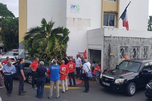 syndicats du chu devant l'ARS OI