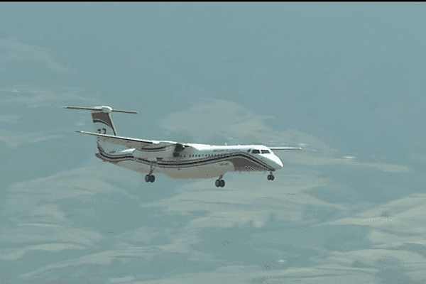 Atterrissage du Dash 8 à Pierrefonds