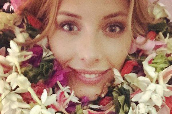 Miss France 2015 fleurie comme à Tahiti