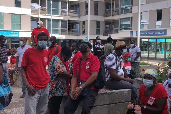 Manifestation devant l'ARS pour la reconstruction de l'hôpital de Trinité