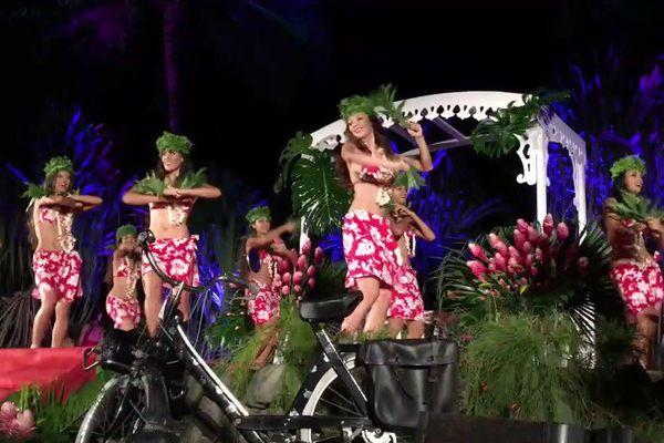 Otea des 10 candidates pendant le gala Miss Tahiti 2016