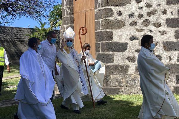Fête de la Salette ext eglise Monseigneur Aubry bénédiction