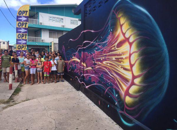 Les enfants de Raiatea découvrent le street art avec ONO'U