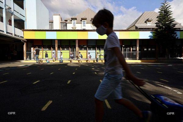 Des enfants ont repris l'école ce lundi 18 mai, à La Réunion.