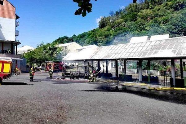 Saint-Joseph incendie bus gare routière 030419
