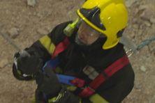 Exercice de descente en rappel pour les soldats du feu