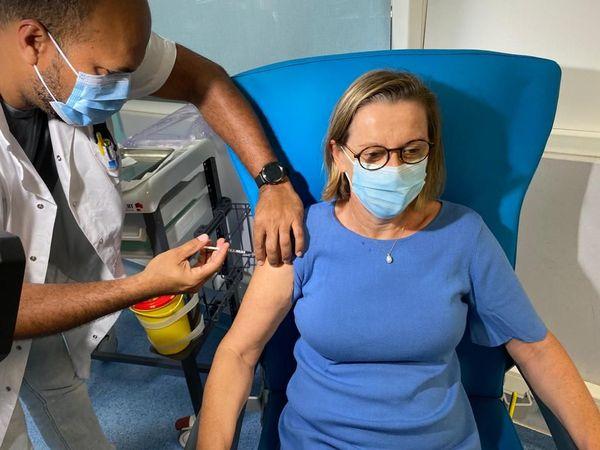 Professeur Annie LANNUZEL Cheffe de Service de Neurologie / Cheffe du Pôle Médecine - vaccination Covid