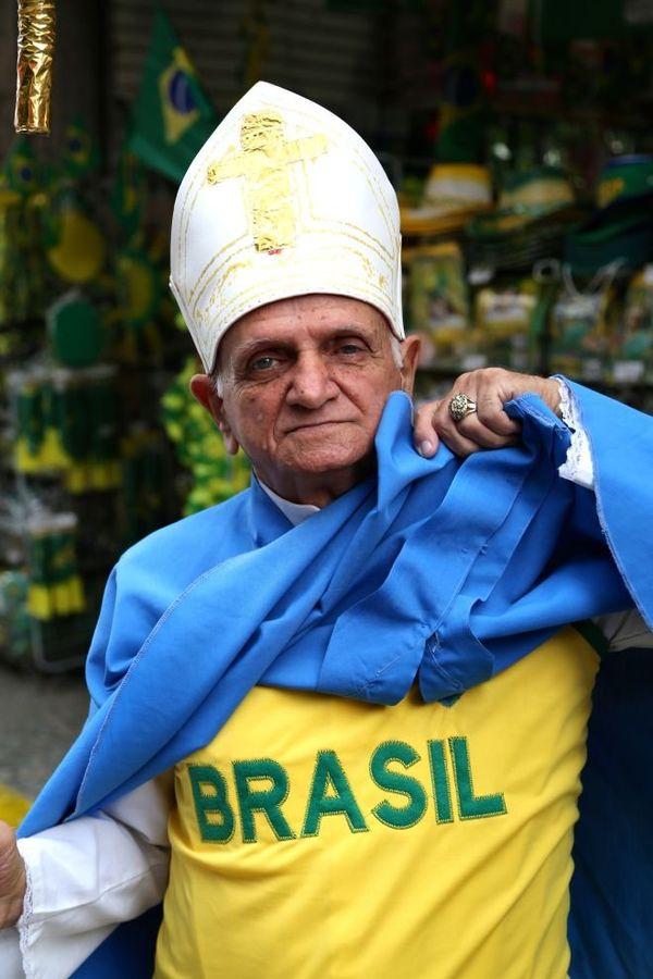 Faux pape rio brésil Coupe du monde