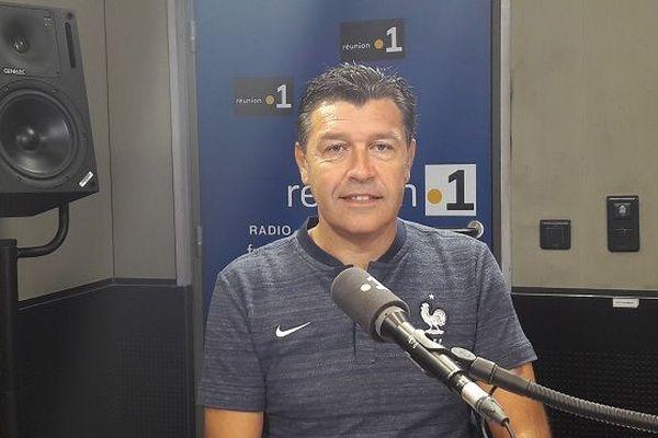 Patron technique du football français, Hubert Fournier est en visite à La Réunion cette semaine.