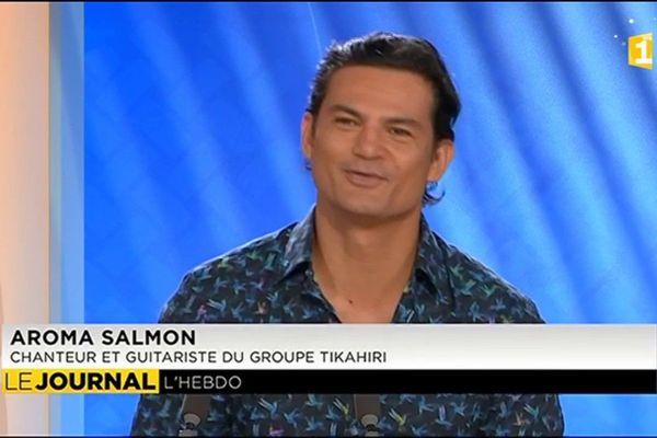 L'invité du JT  Aroma Salmon, chanteur et guitariste du groupe Tikahiri