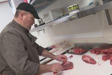 De la viande de Charolaise est importée à Miquelon chaque mois.