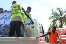 Un don en eau d'une église étatsunienne pour les habitants d'Ambae, en avril 2018.