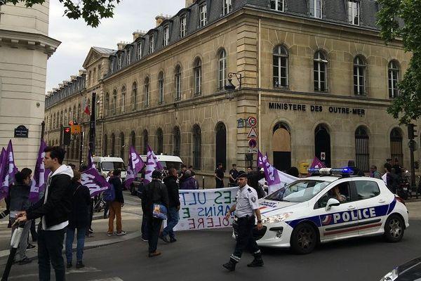 Manifestation du 21 mai contre les congés bonifiés à Paris devant le ministère