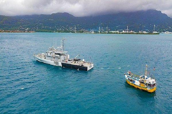 Bateau de pêche Sri-Lankais arraisonné aux Seychelles 6,9 tonnes de requins à bord