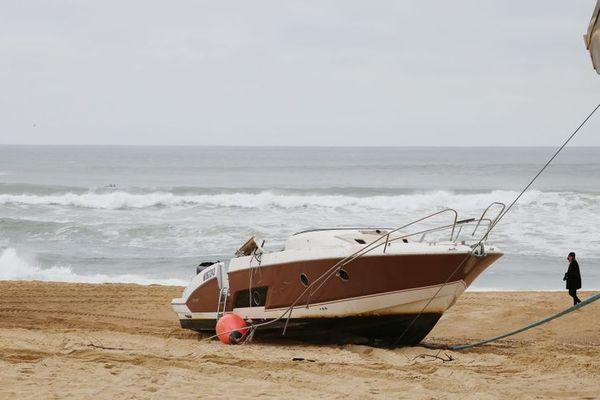 Le bateau de Pierre Agnès a été retrouvé échoué sur une plage d'Hossegor
