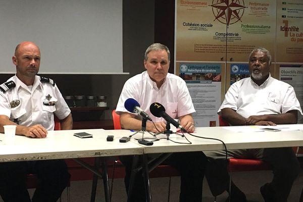 Conférence des presse de la SLN après les incendies de la serpentine à Kouaoua, 27 juin 2018: chef d'escadron Delorze, Bernard Laflamme, Dominique Katrawa