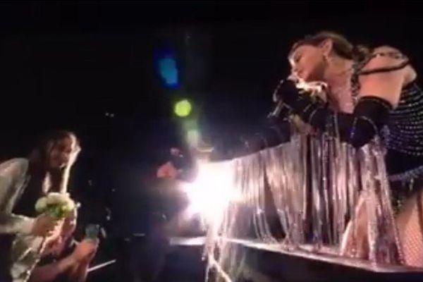 La rencontre d'une jeune Tahitienne et de Madonna en plein concert - 05 03 2016