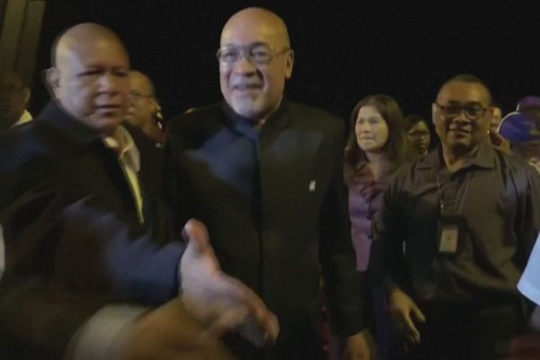 Desi Bouterse accueilli à son retour de Chine