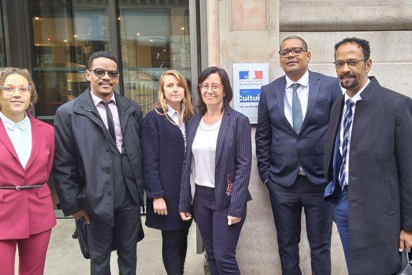 Louis Boutrin et sa délégation devant le Ministère de la Culture