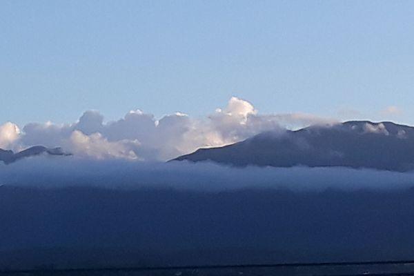 La soufrière de Guadeloupe vue depuis Petit-Bourg.