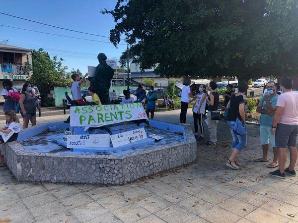 Manifestation des parents et des écoliers de Sainte-Rose - 03.12.2020