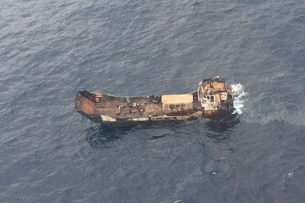 Barge en perdition aux Seychelles