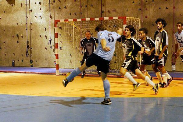 Thierry Sardo dans les cages de l'UNC futsal.