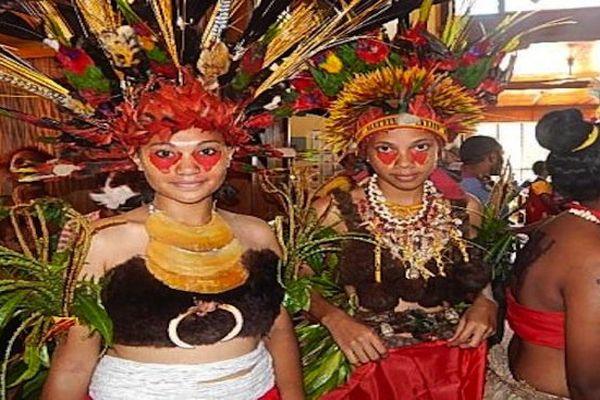 Des jeunes du lycée St Jospeh en Papouasie