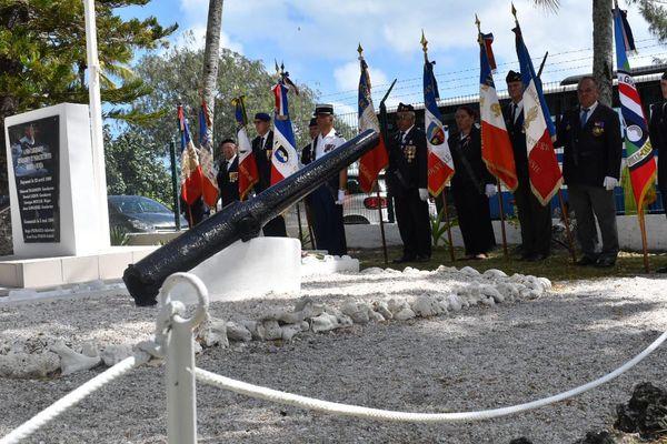 Dépôt de gerbes au monument des gendarmes
