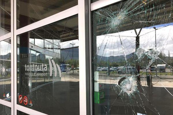 Aéroport de Tontouta, vitres brisées, lundi 23 mars 2020